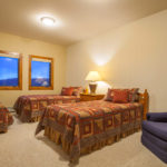Couloir middle floor bedroom with twins